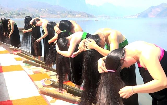 vietnamese-women-with-long-silky-hair