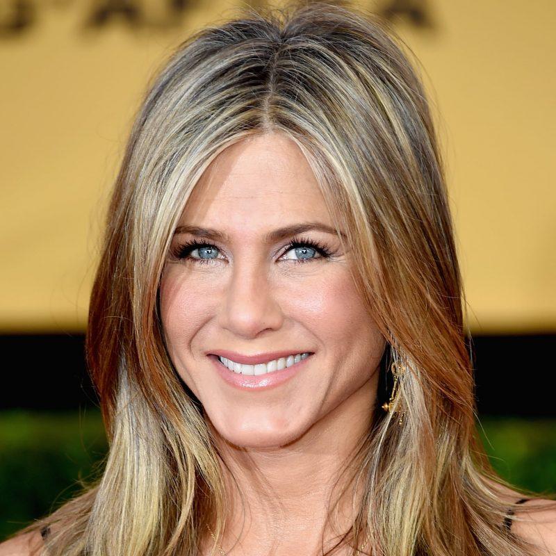 Jennifer Aniston-Top 10 celebrities wearing wigs