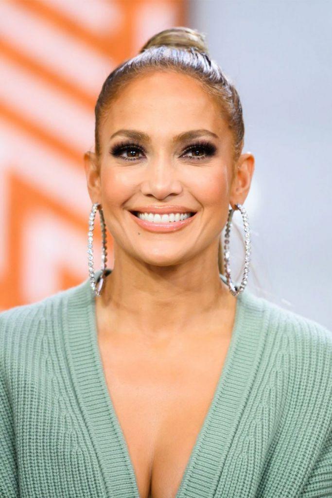 Jennifer Lopez-Top 10 celebrities wearing wigs