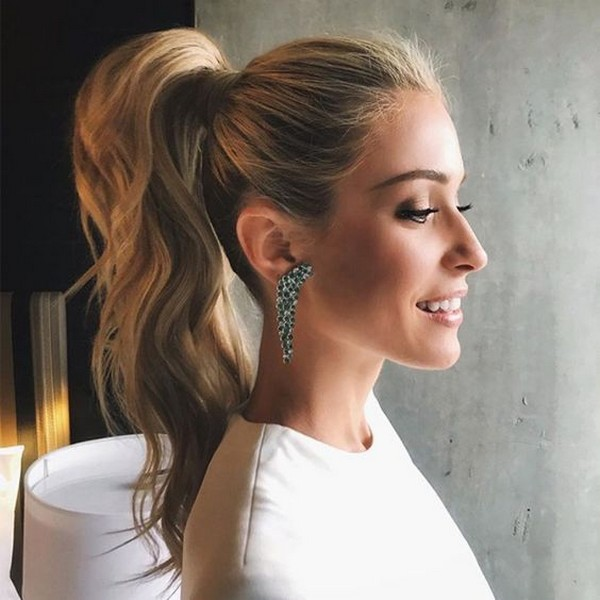 high ponytail hairstyles for thin hair 2