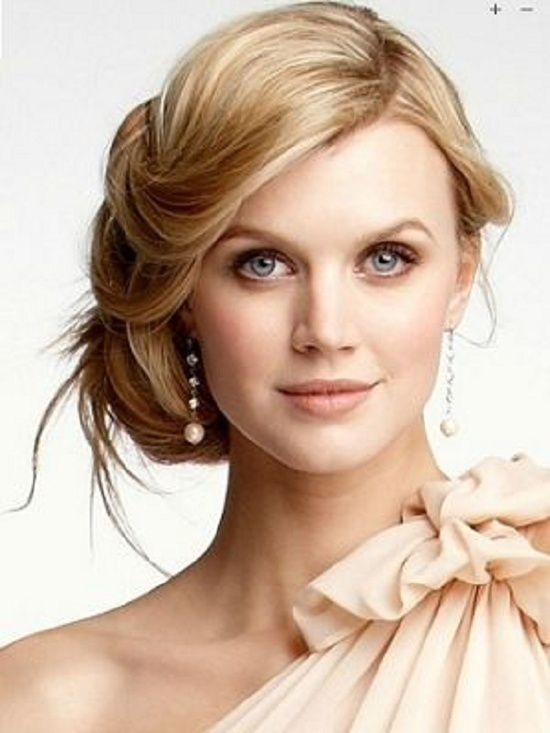 Loose Updo - Elegant Hairstyles For Round Face