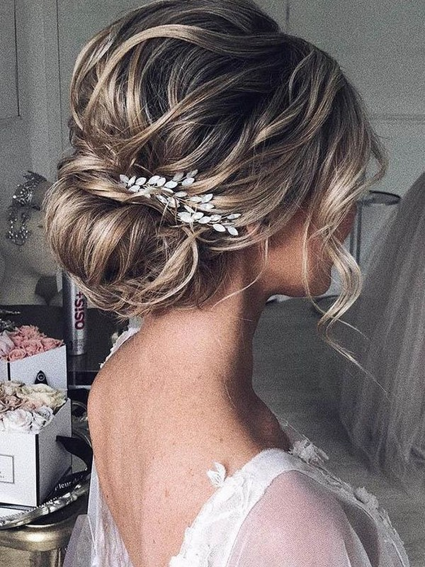Giant Messy Buns - Quick Yet Beautiful Ways To Wear Hair Extension.