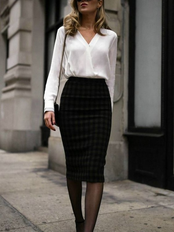 No Place For OVEREXPOSE With A Chic Outfit