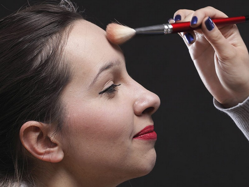 TIP 7 To Prevent and Fix Greasy Bangs: Light Forehead Makeup