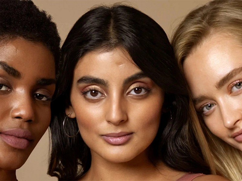 Face Oil And Foundation - Makeup Tips From Beauty Bloggers For A Dewy Glow Skin.