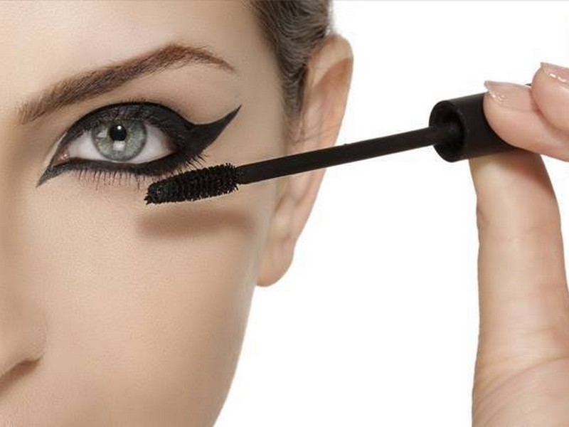 Mascara For Eyeliner - Quick Makeup Tips From Beauty Bloggers.