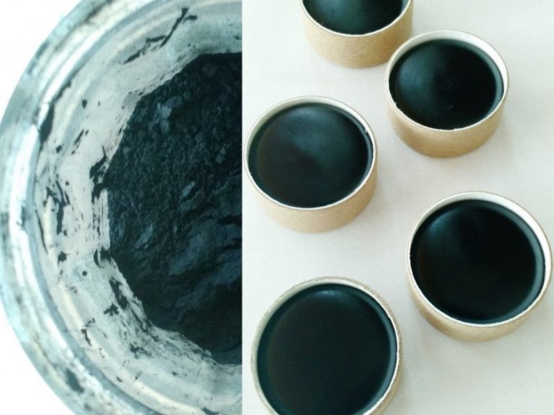 Charcoal And Coconut Oil- Quick Eyeliner Makeup Tips From Beauty Bloggers.