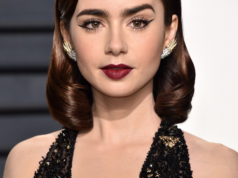 Short Swept Rolls - Chic Red Carpet Hairstyles
