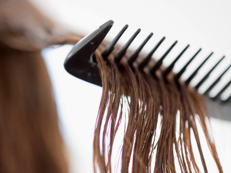 Tip #4 To Take Care Of Bleached Hair: No Brushing When Your Hair Is Wet