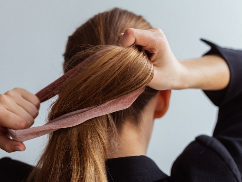 #3 Bad Habits That Can Damage Your Hair: Tying Your Hair in The Wrong Way