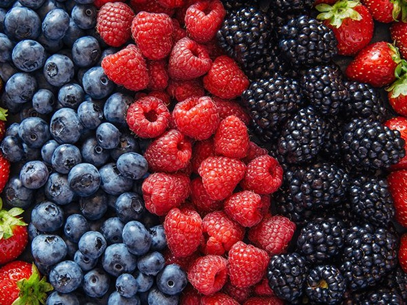 #4 Food To Eat For Hair Growth: Berries