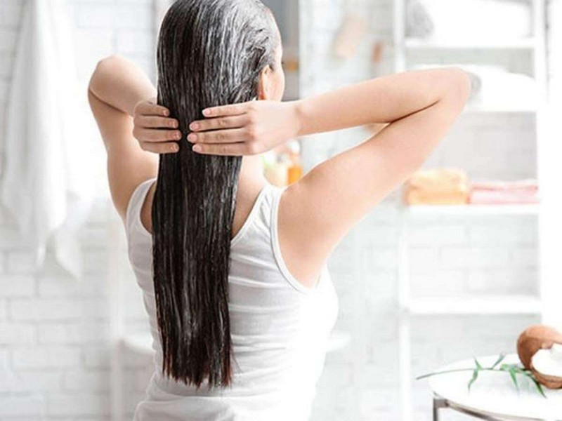 #2 Hair Care Tips For Swimmers: Apply Oil