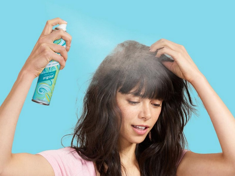Tip No3 To Style Blunt Bangs: Use Dry Shampoo To Keep It Pretty
